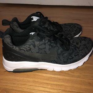 WMNS Nike Air Max Motion sz 8